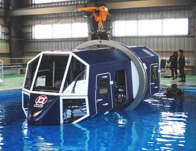 ヘリコプター水中脱出訓練用模型(METS30)