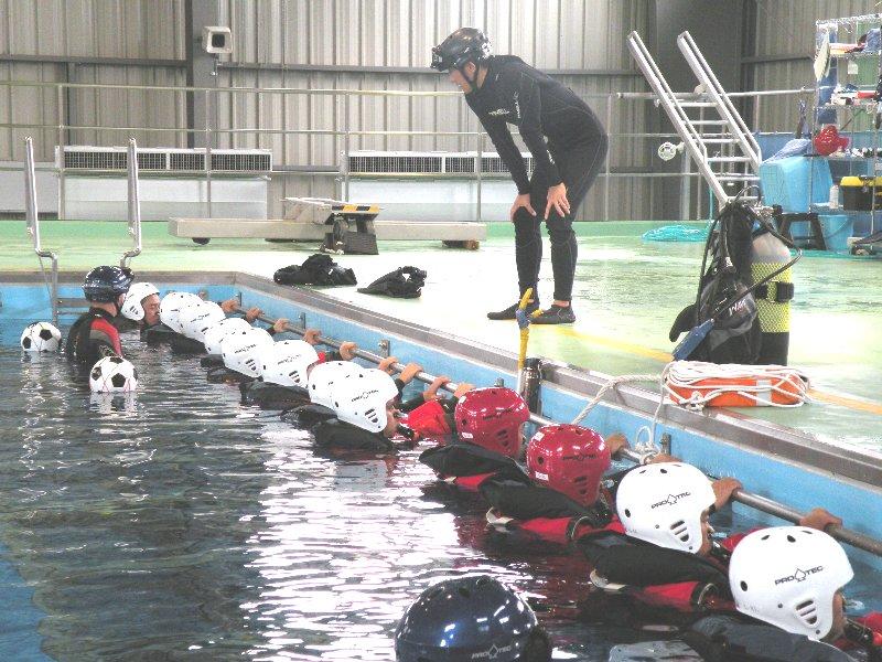 非常用呼吸具の使用訓練のために整列!