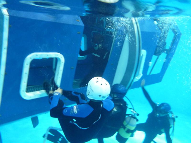 水中での脱出、方向感覚が分からなくなることも。