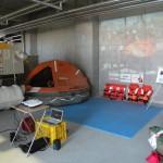 NSTC展示ブースでは筏の乗り込みや救命胴衣装着体験ができた